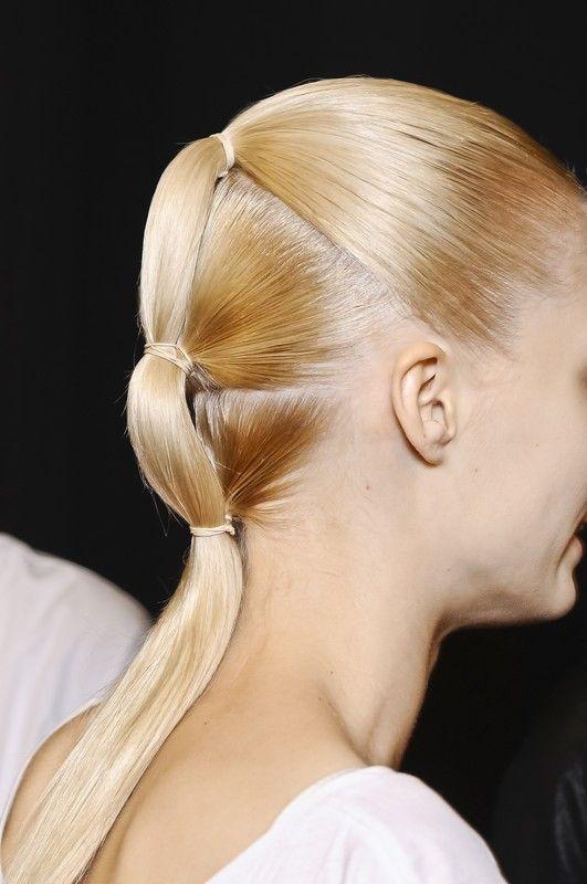 Dimenticatevi il phon e la piastra. Munitevi di spray protettivi e ornamenti per capelli. Seguite questi 12 tutorial: otterrete il vostro ihair styling /ida mare. Che estate è se non quot;si giocaquot; con i capelli?