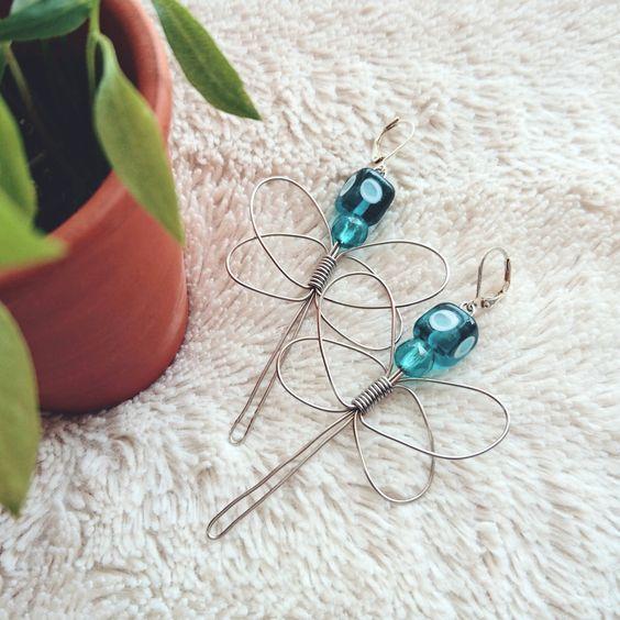 Les Libellules Turquoise en Fil de Fer et Perles : Boucles d'oreille par patachna