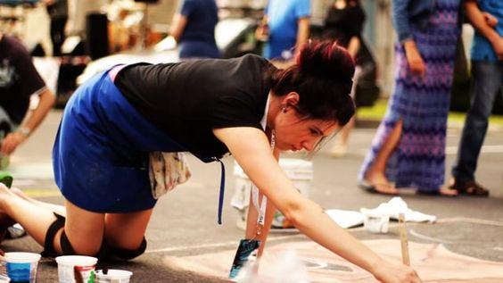 Art sur Goudron est diffusé par Tsunami Création et par la ville de Belœil.  La première édition d'Art sur Goudron a eu lieu sur la rue Saint-Jean-Baptiste à Belœil le 6 juillet 2013. 13 artistes et commerçants de la région ont offert au public une performance hors de l'ordinaire. Ils ont créé 13 fresques de 3 par 2,75 mètres sur l'asphalte de la rue avec de la gouache et des craies.  Jongleries, contes, maquillage pour enfants et musiciens étaient au rendez-vous pour créer une ambiance…