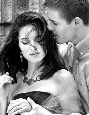 Um toque teu Pode mudar minha vida Um beijo teu Me deixa mais atrevida No teu olhar Me sinto nua e bandida Que vou fazer? Com essa paixão proibida Quando tu tocas a minha mão O meu coração de prazer, dispara! Mas alguma coisa diz que não E a força da razão, me quebra a cara! Quando teu olhar se esquece em mim Eu quase ponho tudo a perder Eu sinto uma vontade de dizer Que tenho mil loucuras contigo