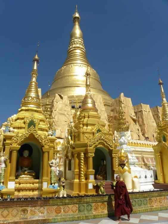 Golden Pagode, Birma. Kijk voor exclusieve Birmese lakwerk producten op www.fabstyle.nl