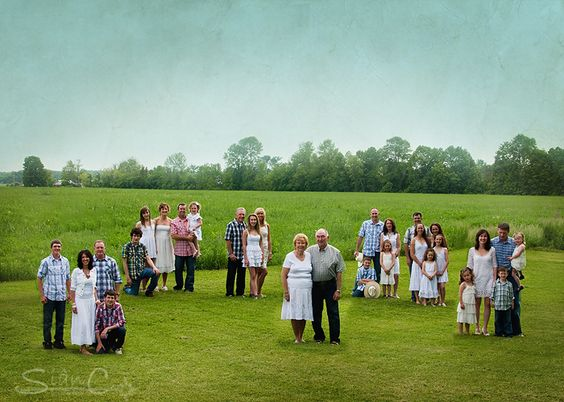 A family tree photo. I'd love to do this with our wonderful, big family at the Blue farm. :) But who would take the picture?: