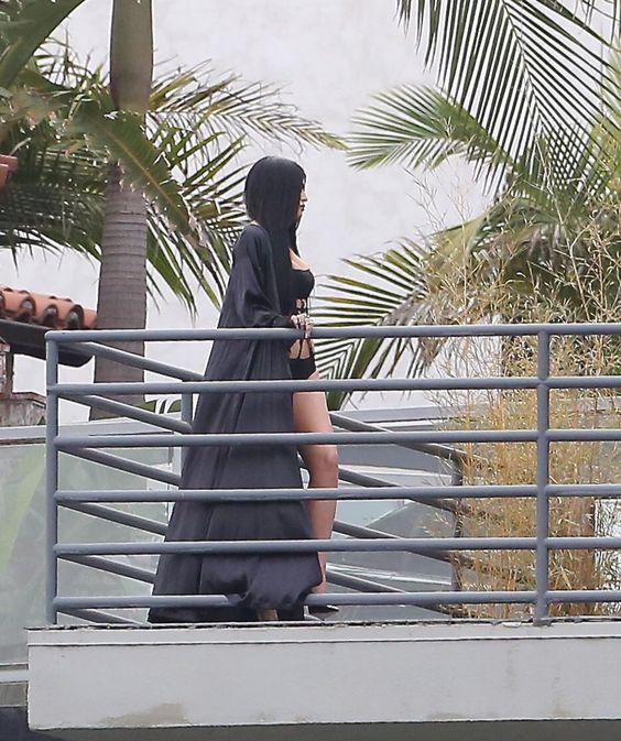 """""""17 mar 2015 - Kylie manchado fazendo uma sessão de fotos em Los Angeles """""""