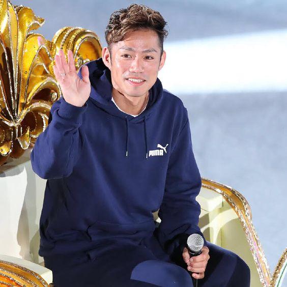 左足内転筋の肉離れで出演取りやめとなった高橋大輔さんがゴンドラに乗ってファンにあいさつしました。