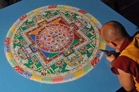 Mandalas de areia, elaboradas pelos monges budistas: