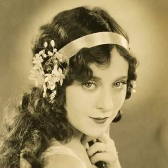 1920's head piece and finger waves