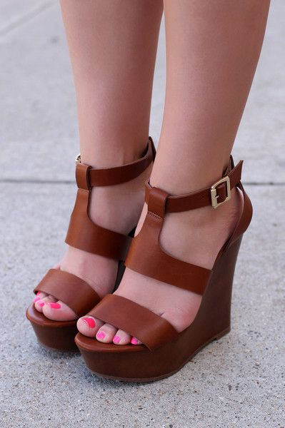 Keep It Simple Wedge - Tan
