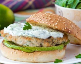 Burger diététique au poulet et tzatziki