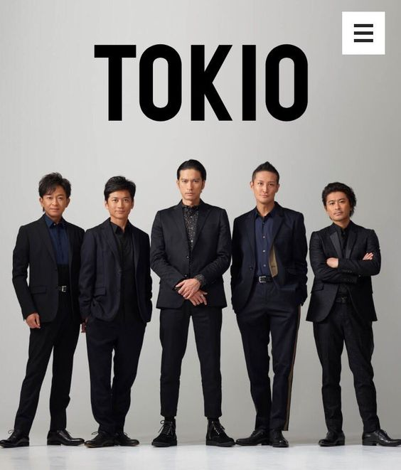 TOKIOスーツを着てかっこよく決める壁紙