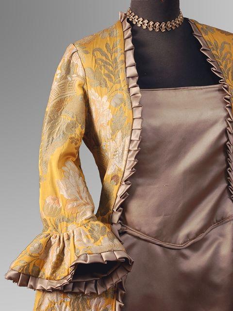 #costumi d'epoca '700#creazioni di abiti# studiati nel dettaglio attraverso la #ricerca del tessuto# dei #particolari# accessori# scrupolosamente attinenti alla #storia#