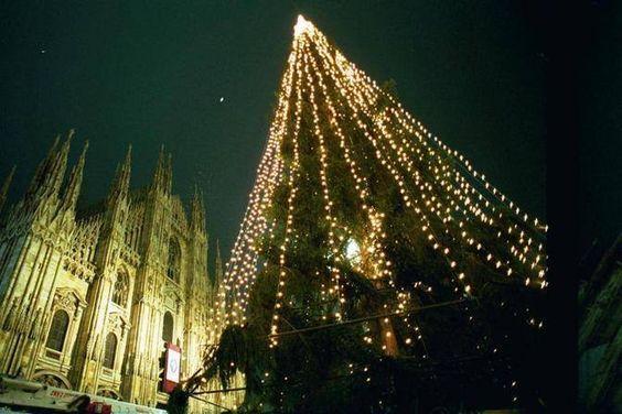 """Arriva a #Milano """"#Green #Christmas"""", all'insegna di uno #stile di #vita #naturale. #Eco-wedding, #abiti biodinamici e #tinture naturali. Un #mondo """"#verde"""" tutto da scoprire..."""