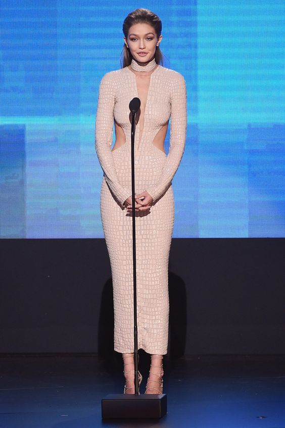 Gigi-Hadid-American-Music-Awards-Outfits-2016.jpg (1558×2344):