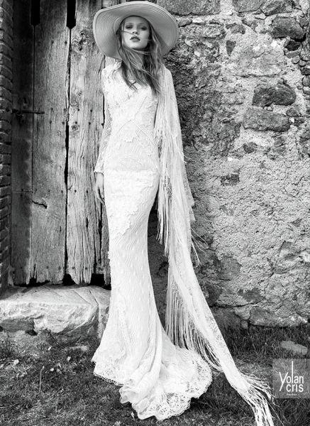 Monterrey: traje de novia entallado con mantilla de flecos a juego