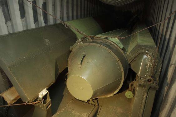 Equipamento militar encontrado escondido por autoridades do Panamá em navio que seguia de Cuba para a Coreia do Norte - http://epoca.globo.com/?ver=http://epoca.globo.com/tempo/fotos/2013/07/fotos-do-dia-17-de-julho-de-2013.html (Foto: Arnulfo Franco/AP)