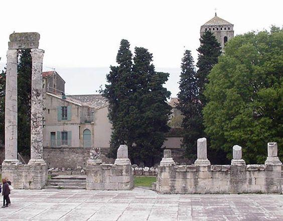 El teatro de Arlés, lugar donde se halló la estatua