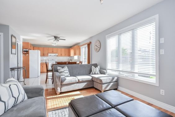 4 BEDROOM WESTEND HOME   This bright, well-kept home is conveniently located in Guelph's west end 5 minutes from Costco, gas stations, restaurants, grocery stores, and all major banks #TWDifference #Guelph