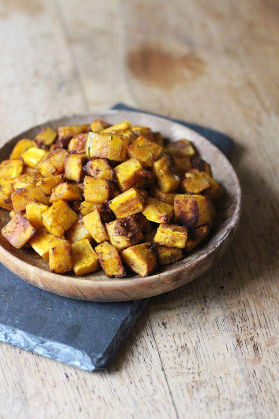 Simple, spicy and delicious Roasted Delicata Squash! Vegan
