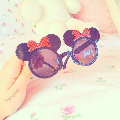 Minnie Mouse sunglasses #sunnyglasses. OMG These would be so cute when going to Disney! I NEED THEM!!