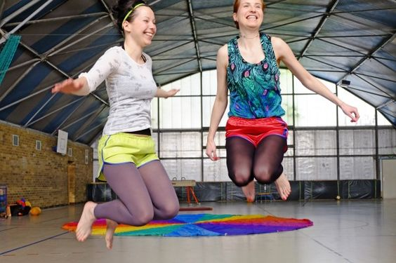 fabricat retro sprinter shorts sporthose glanznylon satin hotpants damen3