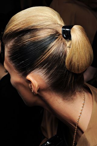 GUCCI  backstage (hair)