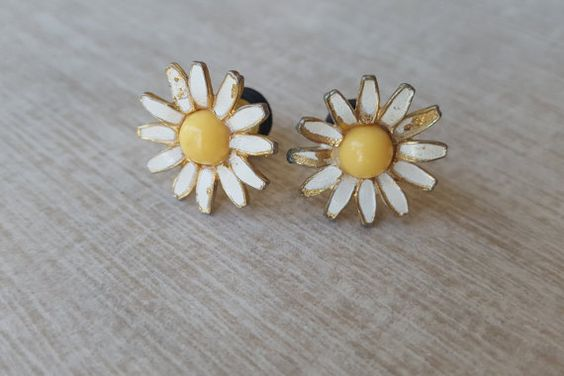 Cute 2 Gauge Yellow and White with Gold Daisy Plugs available on Etsy