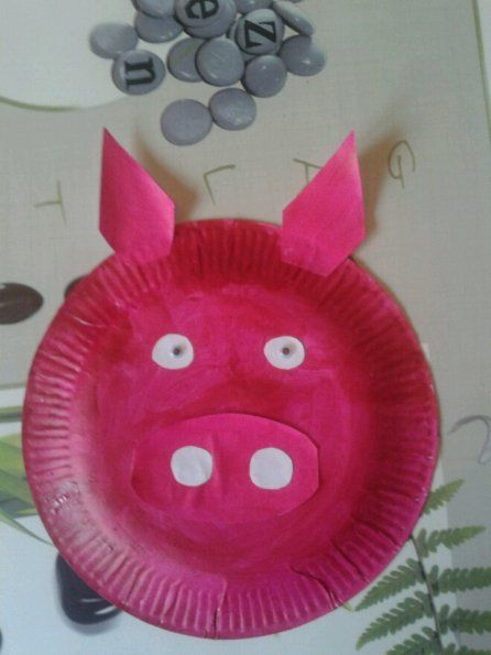 cochon bricolage avec assiette en caton