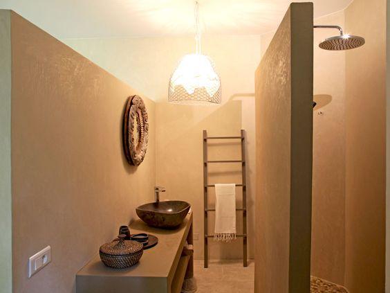 http://deco.journaldesfemmes.com/interieur/matieres-naturelles-pour-maison-claire/salle-de-bains-tadelakt.shtml