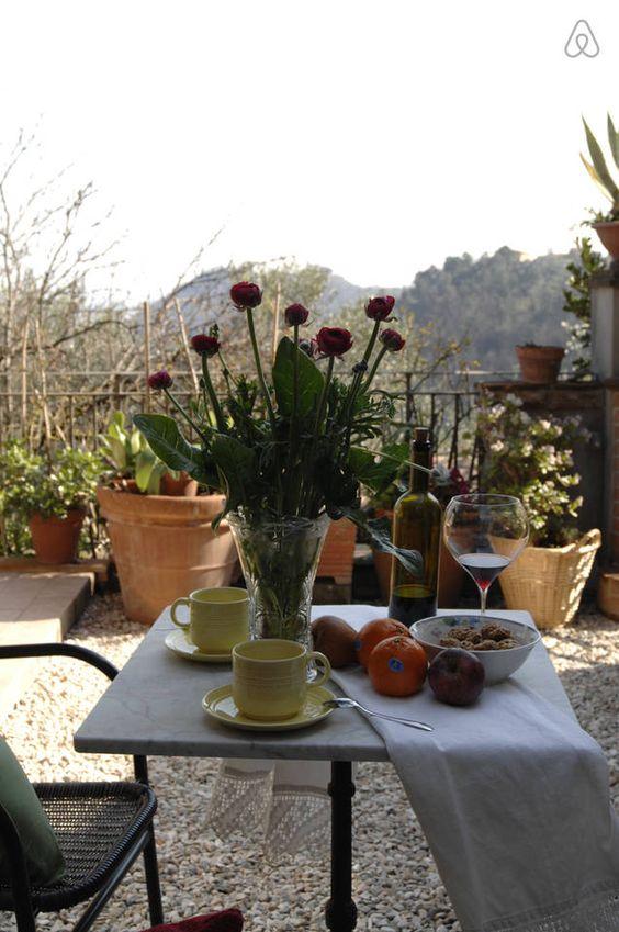 pace relax in questo angolo di paradiso; una colazione al mattino immersa nel verde.