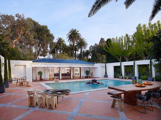 Entra e sai ano, a Chanel transformaamansão La Mistralée, em St. Tropez, em uma casa de verane [...]