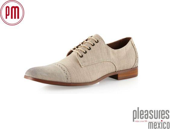 ¿Qué zapatos usar con el traje de novio? Pleasures Mexico y Camasha te dicen que la base del traje que son los zapatos y recomendamos unos zapatos nuevos evita reciclar, busca una opción de zapato que puedas volver a usar con tu pantalón de lino y el color puede ser un maple, canela, cacahuate o moka para los colores neutros; o bien obscuros ya se negro o gris oxford para los trajes grises. . http://www.camasha.com