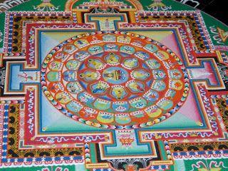 Monges tibetanos Criam uma mandala de areia em 5 dias