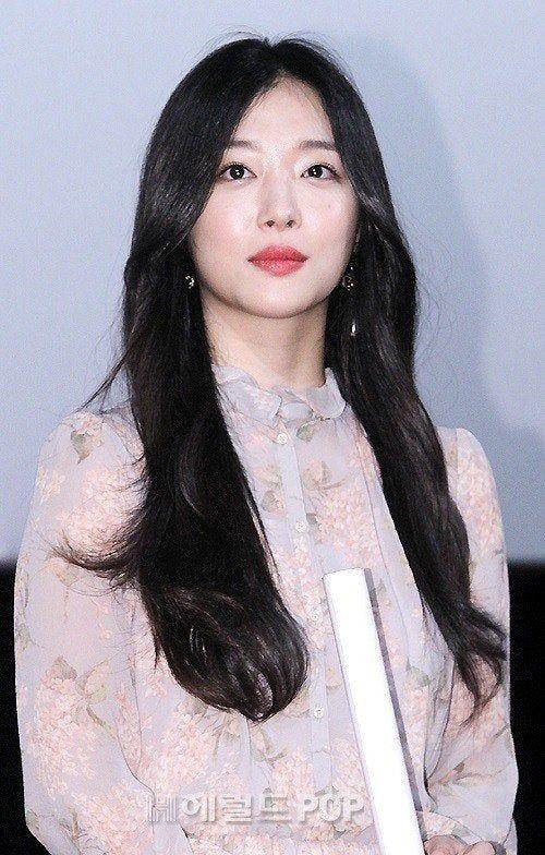 Kpop Breaking Singer And Actor Sulli Found Dead Sulli Popular Music Actors