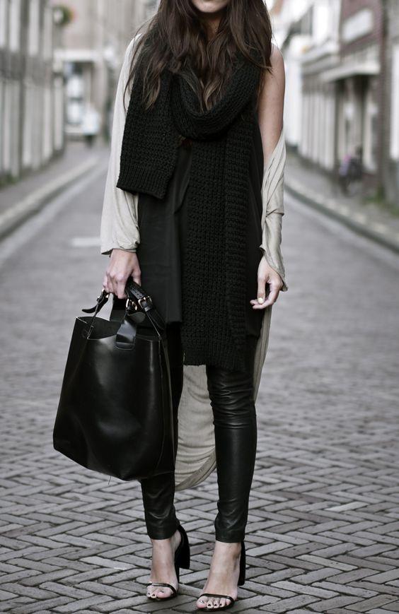 Leather leggings !