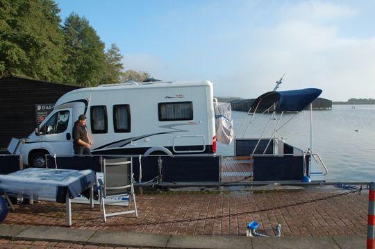 Die Beladung des Wechsel-Watercamper mit einem Hobby-Wohnmobil / Teil 4. www.bootscharter-mueritz.eu