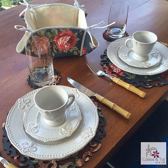 Jogo para cafe da manhã. Sousplat para chá, porta-copo e cestinho de pão. Tudo impermeável contatocoisasetal@hotmail.com