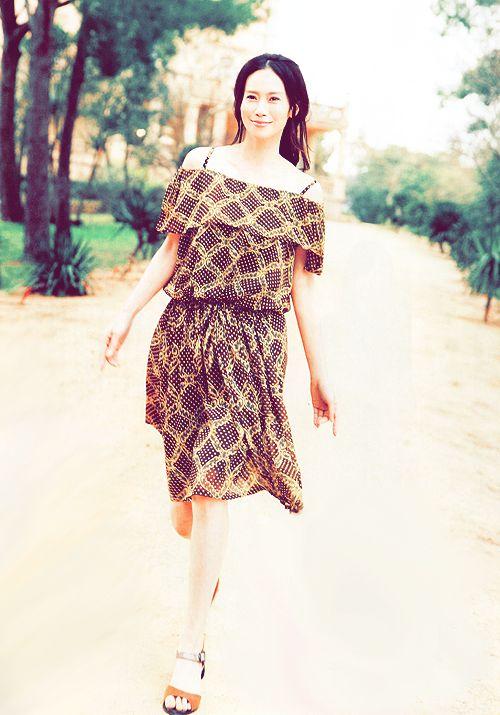 中谷美紀美しいデコルテと足が綺麗な画像
