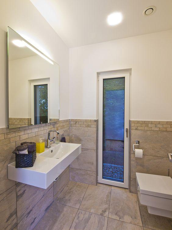 Haus FUTURE - Gäste WC - Fertighaus WEISS - Plusenergiehaus - Satteldach