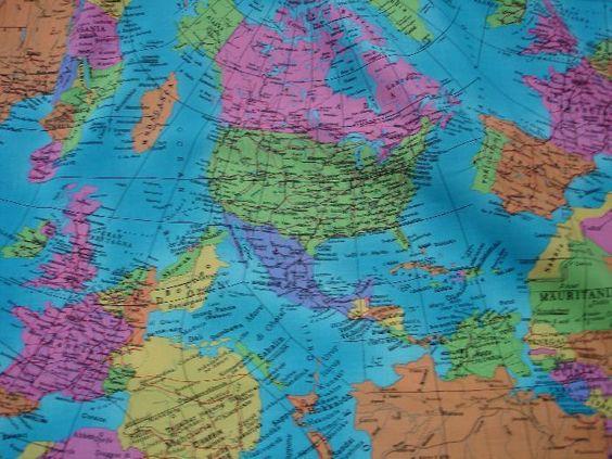 Baumwollstoff mit Weltkarten-Atlas Muster. Super selten  Qualität: 100% Baumwolle Stoffbreite: 140 cm  Dessin: Weltkarte- Atlasmuster ( Die Ko...
