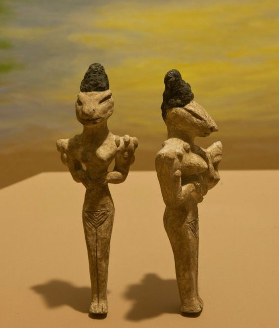 The Ubaid Lizardmen, - Iraq, from a pre-Sumerian people—the Ubaidians. These hand-sized statuettes usually depict lizard- or snakelike people in various informal poses