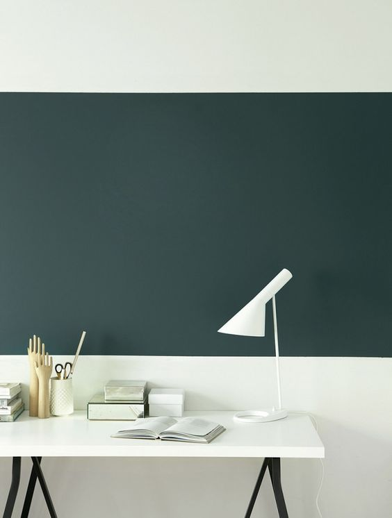 MonocromáticoEveryday Balance, de Jotun, propone una selección monocromática de tonos verdes. La gama incluye tanto verdes azulados como verdes pastel. Además, todos los colores se complementas entre sí. Pared pintada con verde 5362 y blanco 7236. Majestic Radiant, Majestic Original ECO color y Majestic Resist Color.