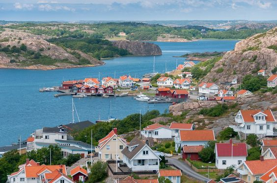 Before you travel to Sweden, read this article so you know what to see and where to go when you explore this beautiful Scandinavian country.