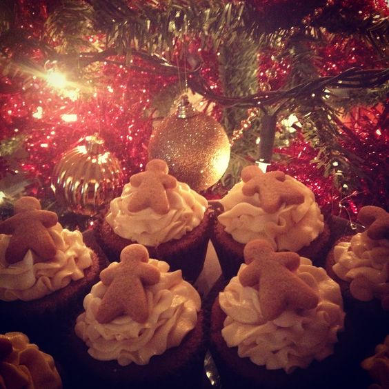 Gingerbread cupcakes with salted caramel buttercream and mini gingerbread biscuits - rlweddingcakes.co.uk