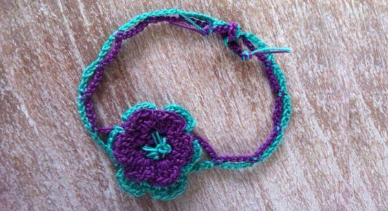 Un bracelet fleur au crochet