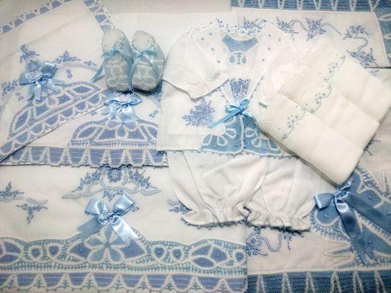 Para as gravidinhas que estão fazendo enxoval do baby! Olhem que coisa mais fofa e delicada esse kit para o enxoval! Tem post lá no blog www.soumae.org mostrando as peças artesanais lindas da @amy_baby_enxovais. Eles enviam para todo o Brasil.  #dicademãe #soumãeindica #enxoval #enxovaldobebê #produtosartesanais #maternidade #filhos #grávida #gestante