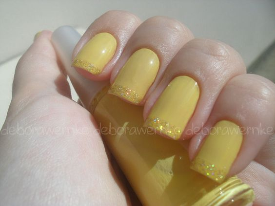 Nail 3 - Unhas Amarelas ~le desafio~ by DéboraWernke, via Flickr