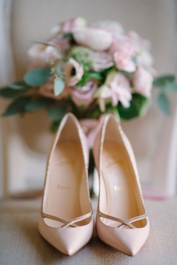 Lovely wedding shoes. | www.mysweetengagement.com