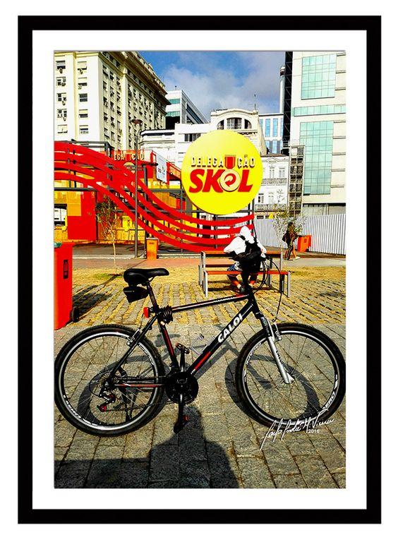 Minha bike em lugares por onde passei no Rio de Janeiro.  #minhabike #fotobike #photobike #andrevieira #caloi #decoração #quadro #skol