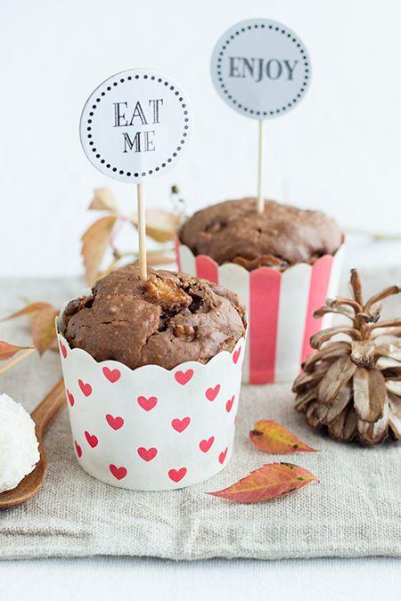 Schoko-Muffins mit Birnen und Raffaello-Kern
