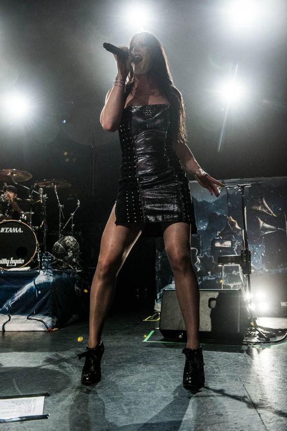 Floor jansen with nightwish live in australia 2013 ghost for Floor nightwish
