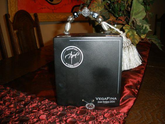 331CIGAR BOX PURSE Black Box, Vega Fina Jose Seijas 2011- Velvet Back